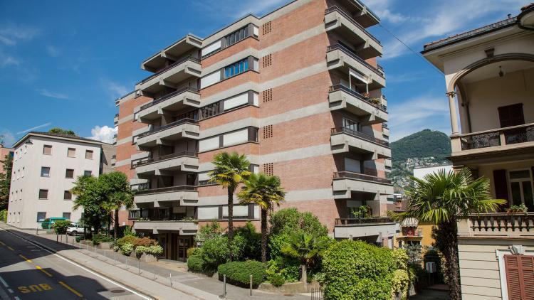 Spazioso bilocale luminoso al quarto piano con ampio balcone - completamente ristrutturato e in pieno centro