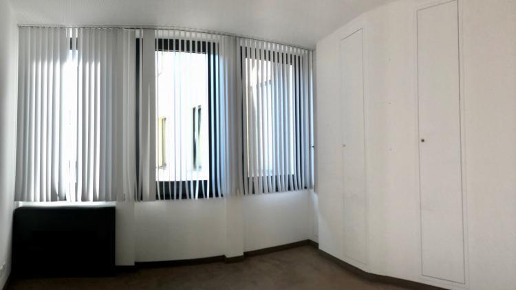 Spazioso ufficio luminoso e rappresentativo