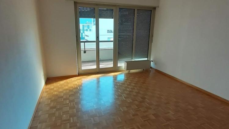 Monolocale luminoso al secondo piano completamente ristrutturato - in pieno centro