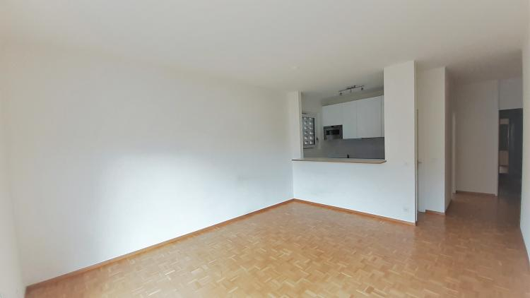 Appartamento ad angolo al 3°piano, luminoso e centrale